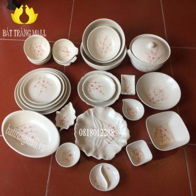 Bát Đĩa Bát Tràng men kem vẽ hoa Đào, 26 món.